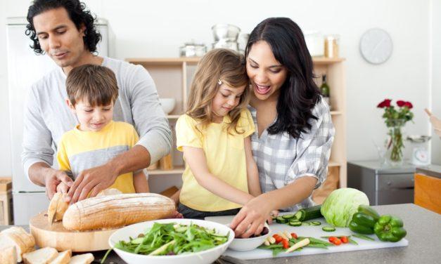 9 hábitos simples de alimentação que tornarão sua família mais saudável